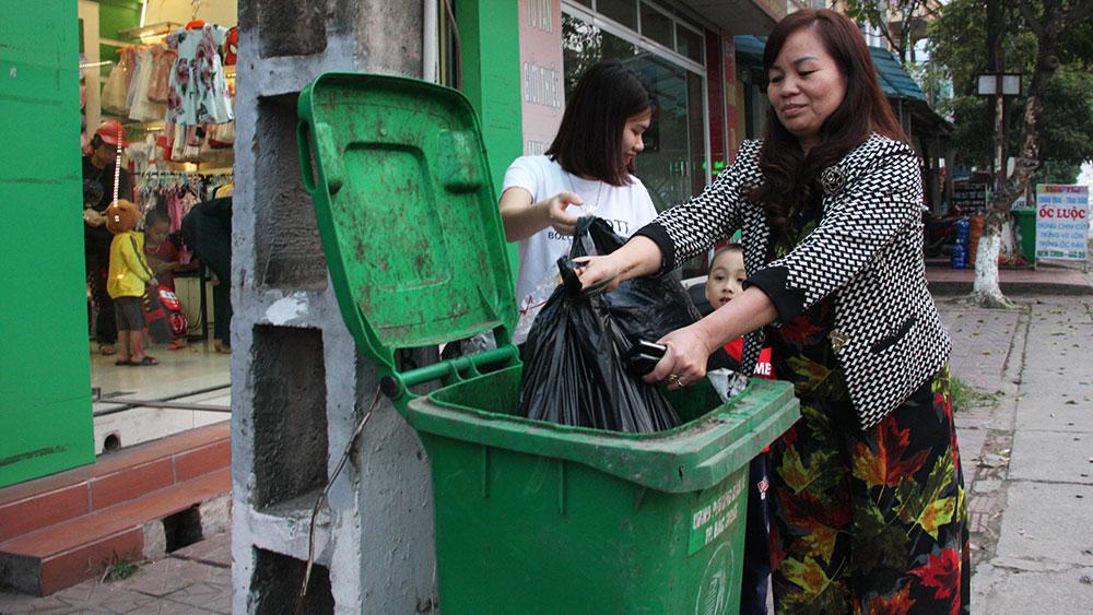 Sử dụng thùng rác công cộng hợp lý, hiệu quả